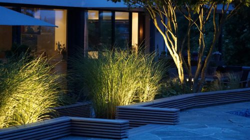 Terrassengestaltung_Pool_Ahorn_Beleuchtung_Gräser