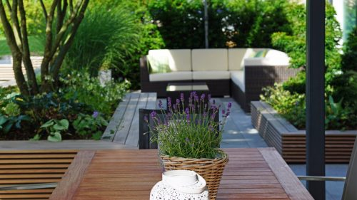 Terrassengestaltung_Pool_Ahorn_Holz2