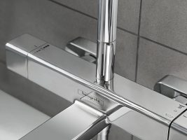 croma-e_showerpipe-bath-tub-thermostat_detail_ambience_4x3