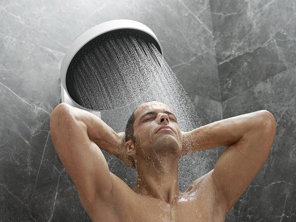 rainfinity_overhead-shower_powderrain_man_ambience_4x3