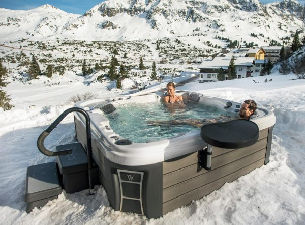 marmobisa_whirlpool_wellis_EVEREST_Winter_lifestyle_DSC00573_web-slider