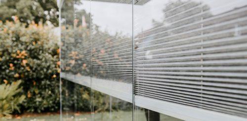 Sichtschutz-fuer-die-Verglasung-aus-Stoff-COVER