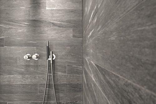 Duschwand aus Valser grau - Oberfläche geschliffen