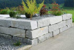 12402 Leventina gespalten Quadersteine Blockwurfn.jpg