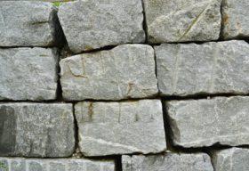 29499 Leventina formwild gespalten Quadersteine Blockwurfn.jpg