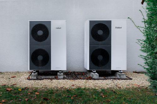 Luft/Wasser-Wärmepumpe aroTHERM plus, 2 Ausseneinheiten (24 kW)