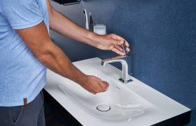 eintauchen-ins-blaue-bad-mit-waschtisch-duravit-inspiration-badewelten