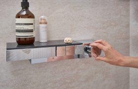 familienbad-strandflair-geometrische-formen-brilliante-flaechen-inspiration-badewelten