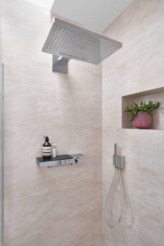 familienbad-strandflair-kopfbrause-duenenpflanze-inspiration-badewelten
