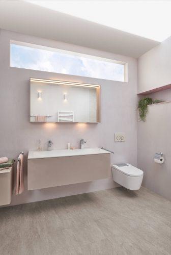 familienbad-strandflair-spiegel-waschbecken-wc-sandfarbig-inspiration-badewelten