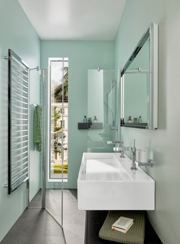 pastellfarbenes-bad-mit-waschtisch-heizkörper-inspiration-badewelten