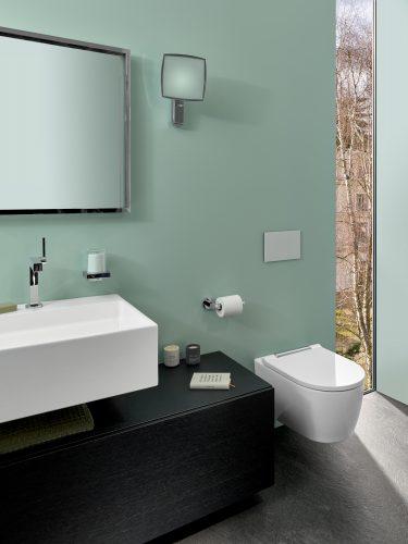 pastellfarbenes-bad-mit-wc-waschtisch-spiegel-inspiration-badewelten