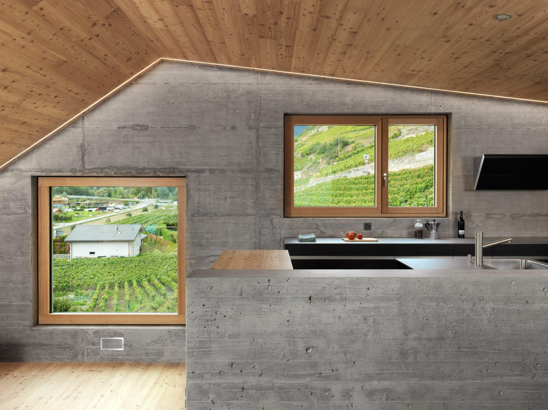 Design-Highlight mit Holz/Aluminium-Fenstern