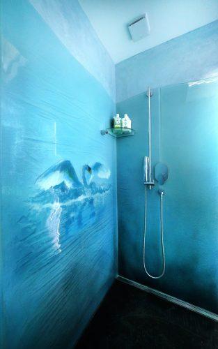 duschrückwand mit schwan