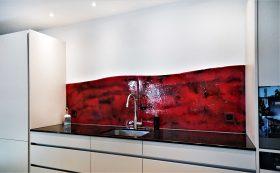 küchenrückwand rot schwarz